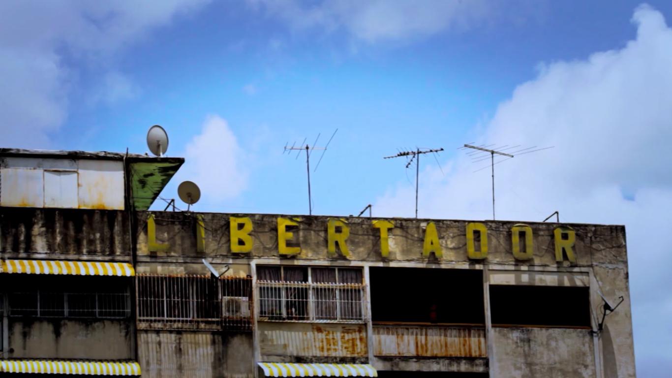 """© Fotograma del cortometraje """"Mientras tanto y por si acaso"""" de Mariana Álvarez. Fotografía de Alejandra Bemporad y Ranier Bisarini."""
