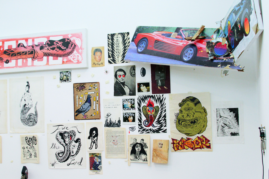 Exposición El jodido libro de la muerte en Backroom Caracas.