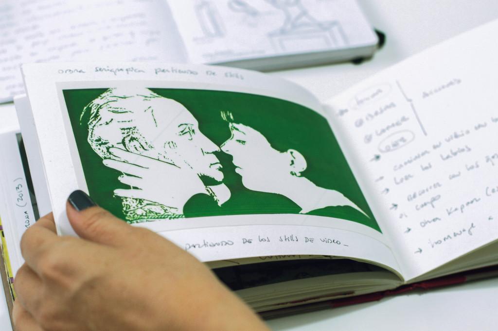 Cuaderno de la artista con bocetos de El beso emancipador. }