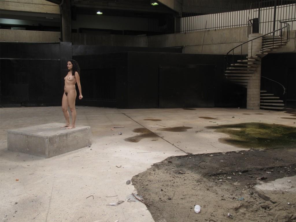 Intervención al ser del Museo de arte contemporáneo de Caracas. 2012. Fotoasalto. Fotografía cortesía de la artista.