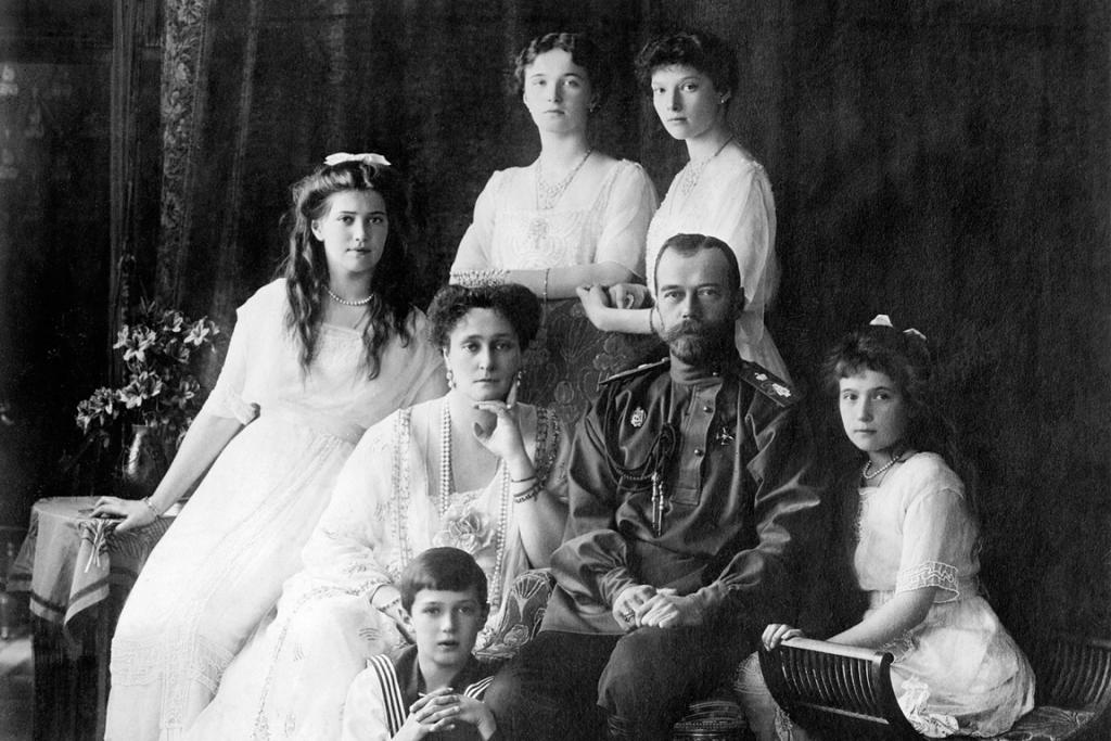 Zar Nicolas II junto a su familia, 1914.