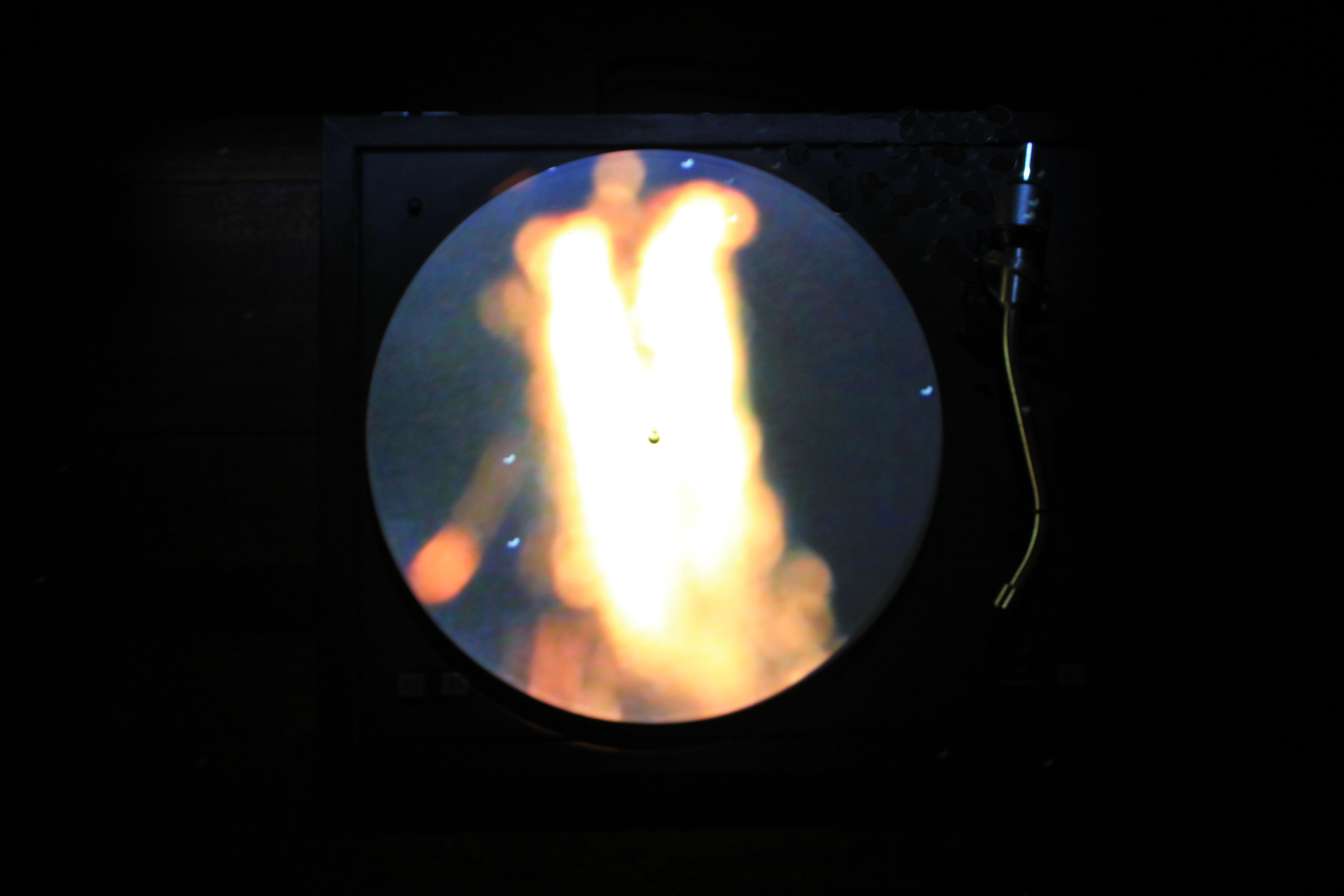 Fireworks (2013), Vista general de proyección sobre disco de vinilo blanco