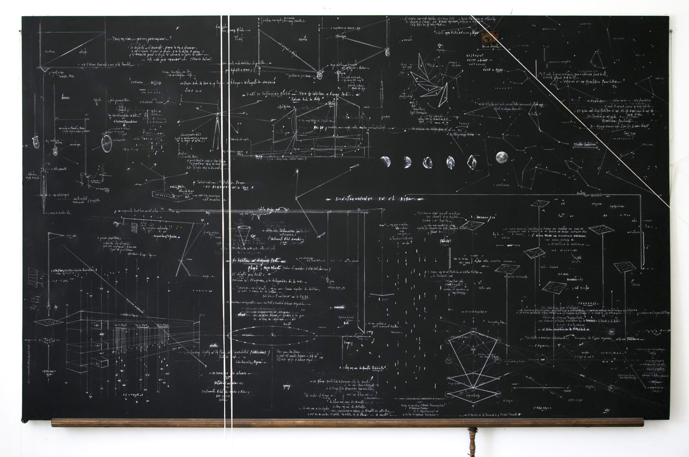 CONSTRUCCIONES EN EL AIRE |Pizarra. Dibujo a tiza y lápiz pitt. 244 x 152 cm. Stgo, Chile, 2016.