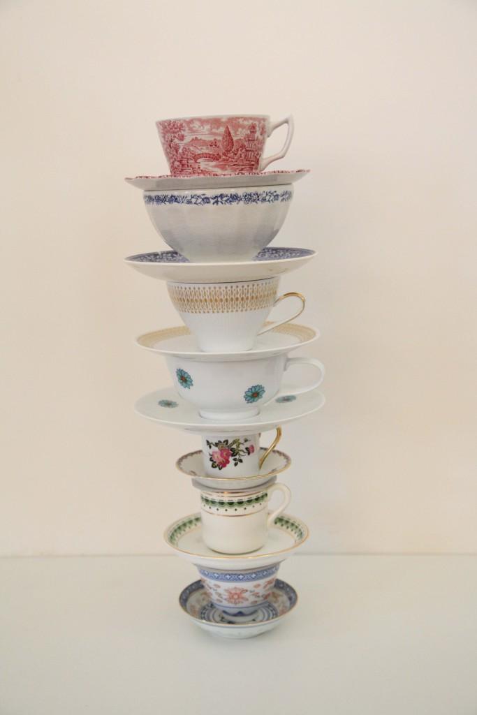LAS TAZAS EN ORDEN DE PREFERENCIA | THE CUPS IN ORDER OF PREFERENCE | Fotografía. De arriba hacia abajo: hecho en Inglaterra, Holanda, Francia, Colombia, Países Bajos y China. 2014.